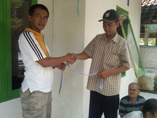 Simbolic giveing of volume tape to a leader of farmer group in Ciamis